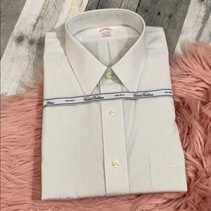 Brooks brothers traditional fit dress shirt  17-33